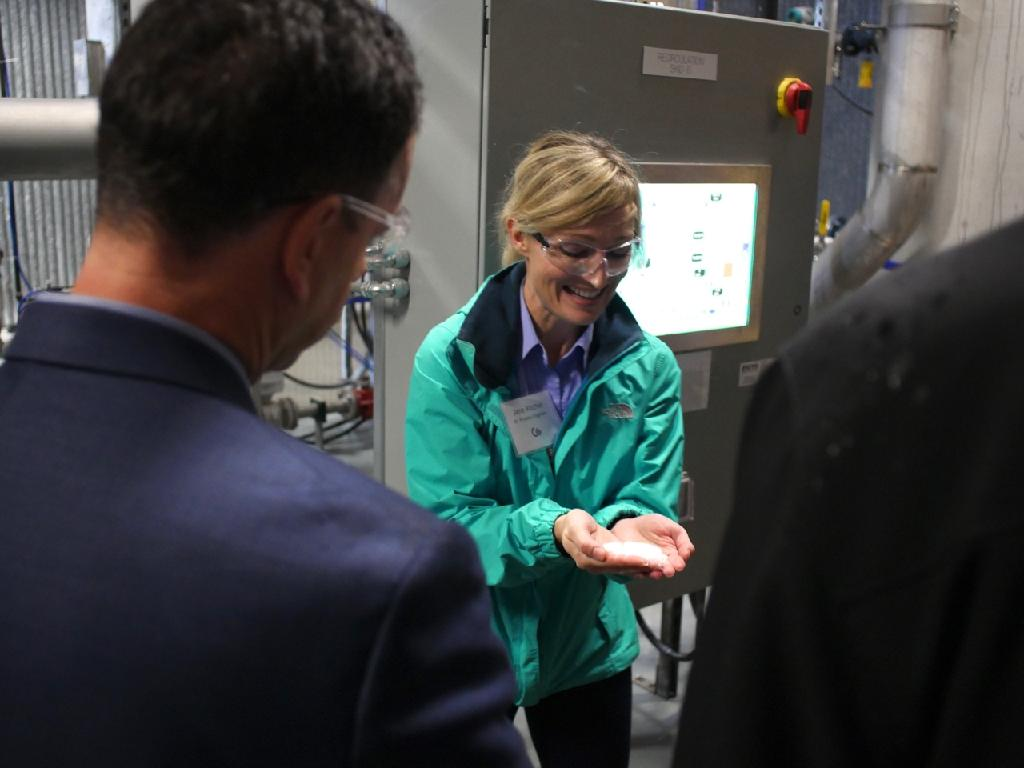 Canadian firm opens facility to pull carbon from air