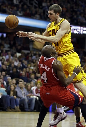 Teague leads Hawks past Cavaliers, 102-94