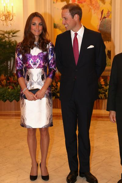 Catherine, Duchess of Cambridge and Prince William, Duke of Cambridge pose at The Istana on day 1 of their Diamond Jubilee tour on September 11, 2012 in Singapore. Prince William, Duke of Cambridge an