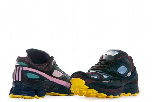 Die limitierte Sneaker-Kollektion von Raf Simons f&#xFC;r Adidas gibt es ab Juli 2013 im Handel (Bild: PR)