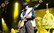 Carlos Santana to Publish Memoir in 2014