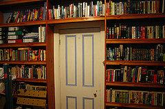 Here, an entire wall has been covered with handmade, built-in bookshelves.    Source:  Flickr…