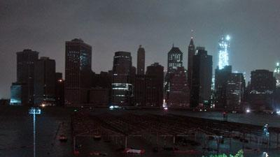 Raw: New York City skyline without power