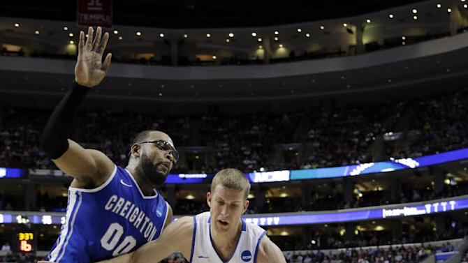 Duke's Mason Plumlee, right, drives against Creighton's Gregory Echenique during the first half of a third-round game of the NCAA college basketball tournament, Sunday, March 24, 2013, in Philadelphia. (AP Photo/Matt Slocum)
