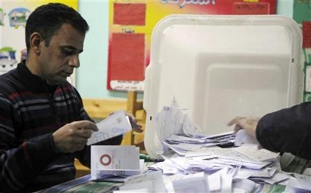 Egyptians narrowly back constitution, say rival camps - Yahoo! News