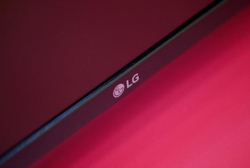 LG Display reports record fourth-quarter profits; panel prices seen rising further