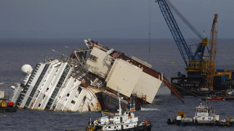 Italy: OK to right shipwrecked Costa Concordia