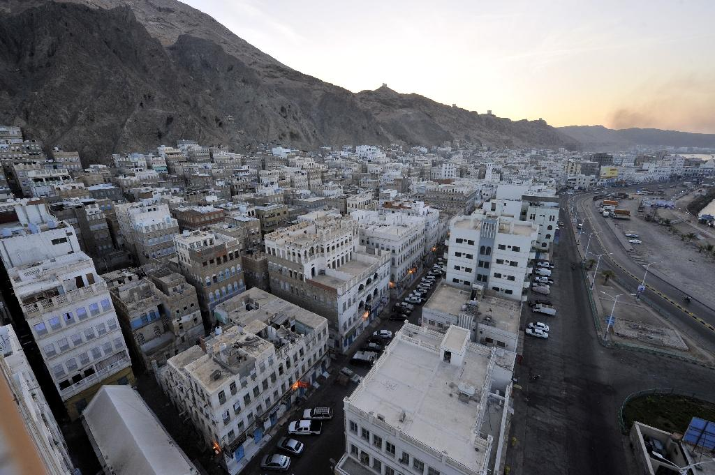 Qaeda takes key Yemen army camp, heavy weapons: official