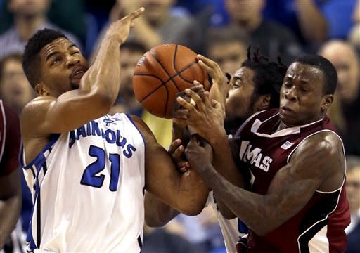 Loe scores 20, Saint Louis downs UMass 70-62