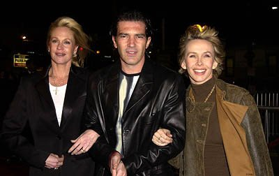 Premiere: Melanie Griffith, Antonio Banderas and Trudie Styler at the Hollywood premiere of Vanilla Sky - 12/10/2001