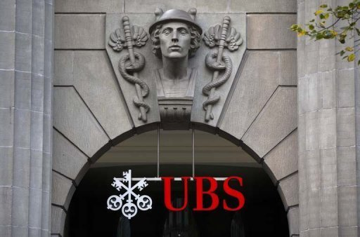 <p>Swiss banking giant UBS is planning to split its ailing investment bank, triggering the loss of up to 10,000 jobs, Britain's Financial Times reported on Friday.</p>