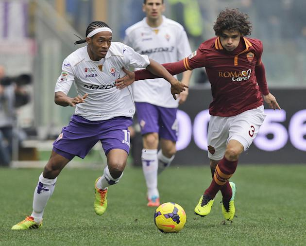 Fiorentina midfielder Juan Cuadrado of Colombia, left, and AS Roma defender Dodo' of Brazil fight for the ball during a Serie A soccer match between AS Roma and Fiorentina, at Rome's Olympic S