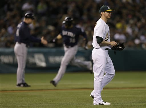 Morse, Iwakuma lead Mariners past A's again, 7-1