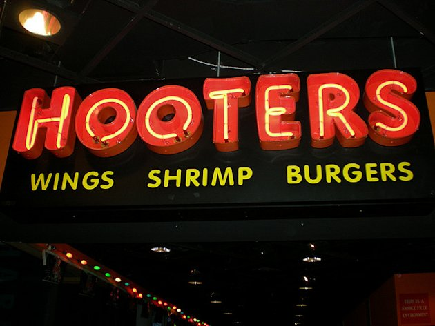 Hooters Sign