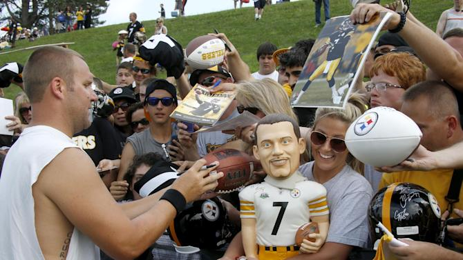Pittsburgh Steelers quarterback Ben Roethlisberger, left, signs autographs for fans after the first practice at the NFL football team's training camp in Latrobe, Pa., on Saturday, July 26, 2014. (AP Photo)