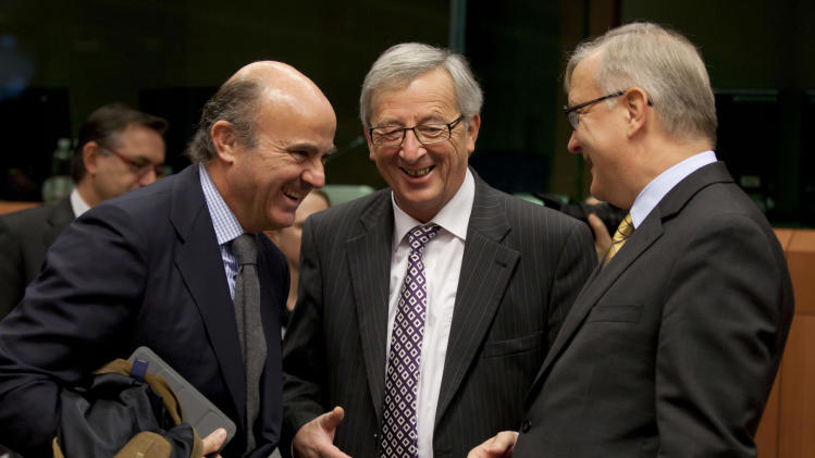 From left, Spain's Economy Minister Luis de Guindos, Luxembourg's Prime Minister Jean-Claude Juncker and European Commissioner for the Economy Olli Rehn share a word during a meeting of eurogroup finance ministers in Brussels on Tuesday, Nov. 20, 2012. European Union officials will make a fresh try Tuesday to reaching a political accord on desperately needed bailout loans to Greece, an agreement that eluded them last week. (AP Photo/Virginia Mayo)