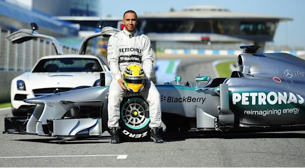 CORRECTION-AUTO-F1-PRIX-ESP-MERCEDES-TRAINING