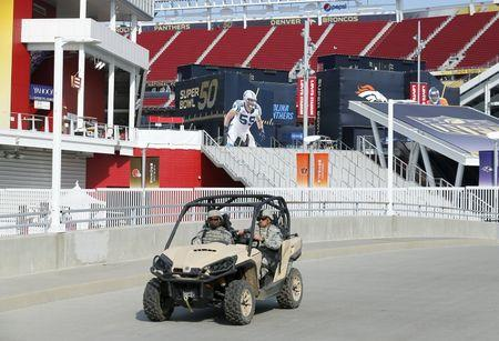 Fans welcome tight security at Super Bowl 50