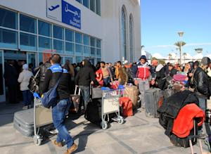 Egyptians residing in Libya, wait for their departure …