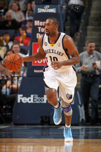 Grizzlies take big early lead, hold off Mavericks