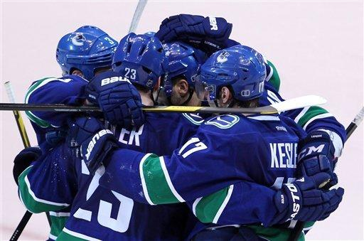 Penner's goal lifts Kings over Canucks