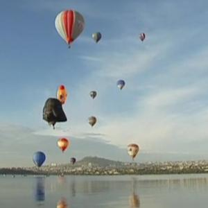 Lots of hot air at Mexican balloon festival