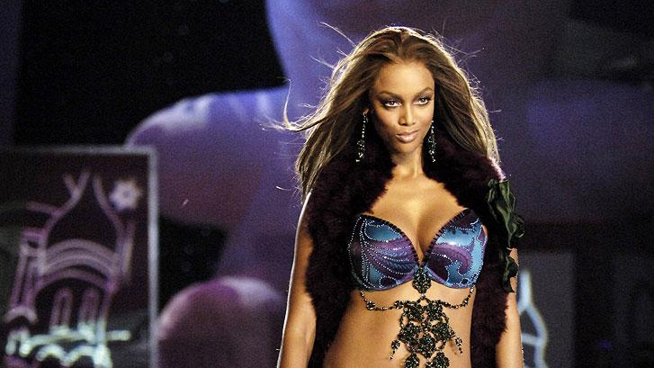 Tyra Banks models at the 10th Victoria's Secret Fashion Show.
