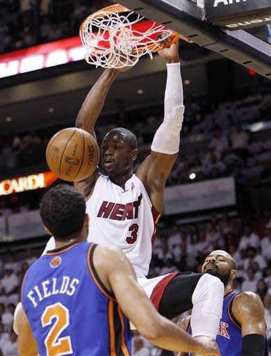 Stoudemire hurt postgame, Heat beat NY, 104-94
