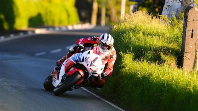 TT 2013: Three for Dunlop with Superstock win