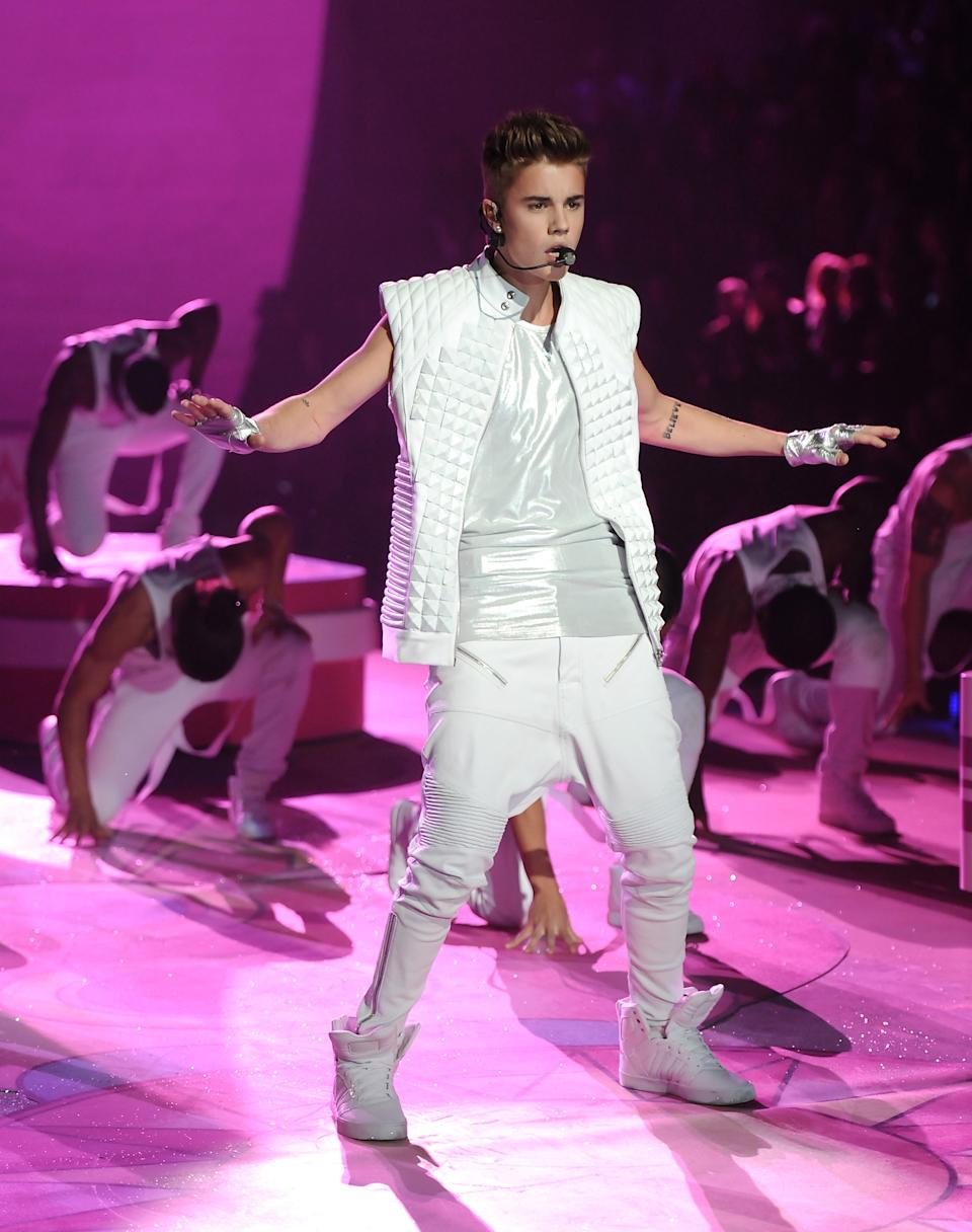 Singer Justin Bieber performs during the 2012 Victoria's Secret Fashion Show on Wednesday Nov. 7, 2012 in New York. The show will be broadcast on Tuesday, Dec. 4 (10:00 PM, ET/PT) on CBS. (Photo by Evan Agostini/Invision/AP)