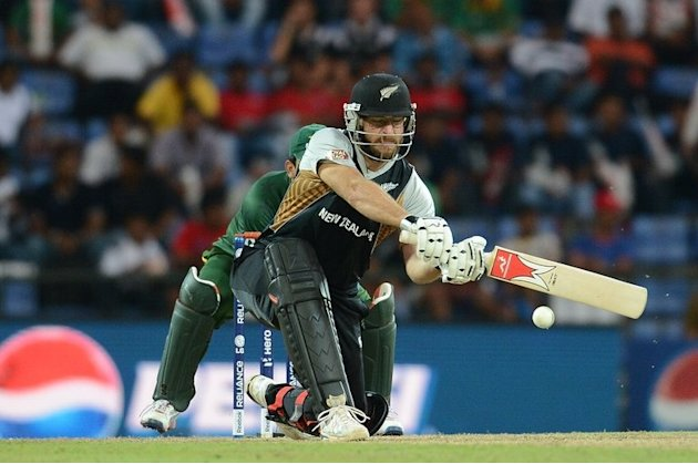New Zealand batsman Daniel Vettori and Pakistan wicket keeper Kamran Akmal (left) on September 23, 2012