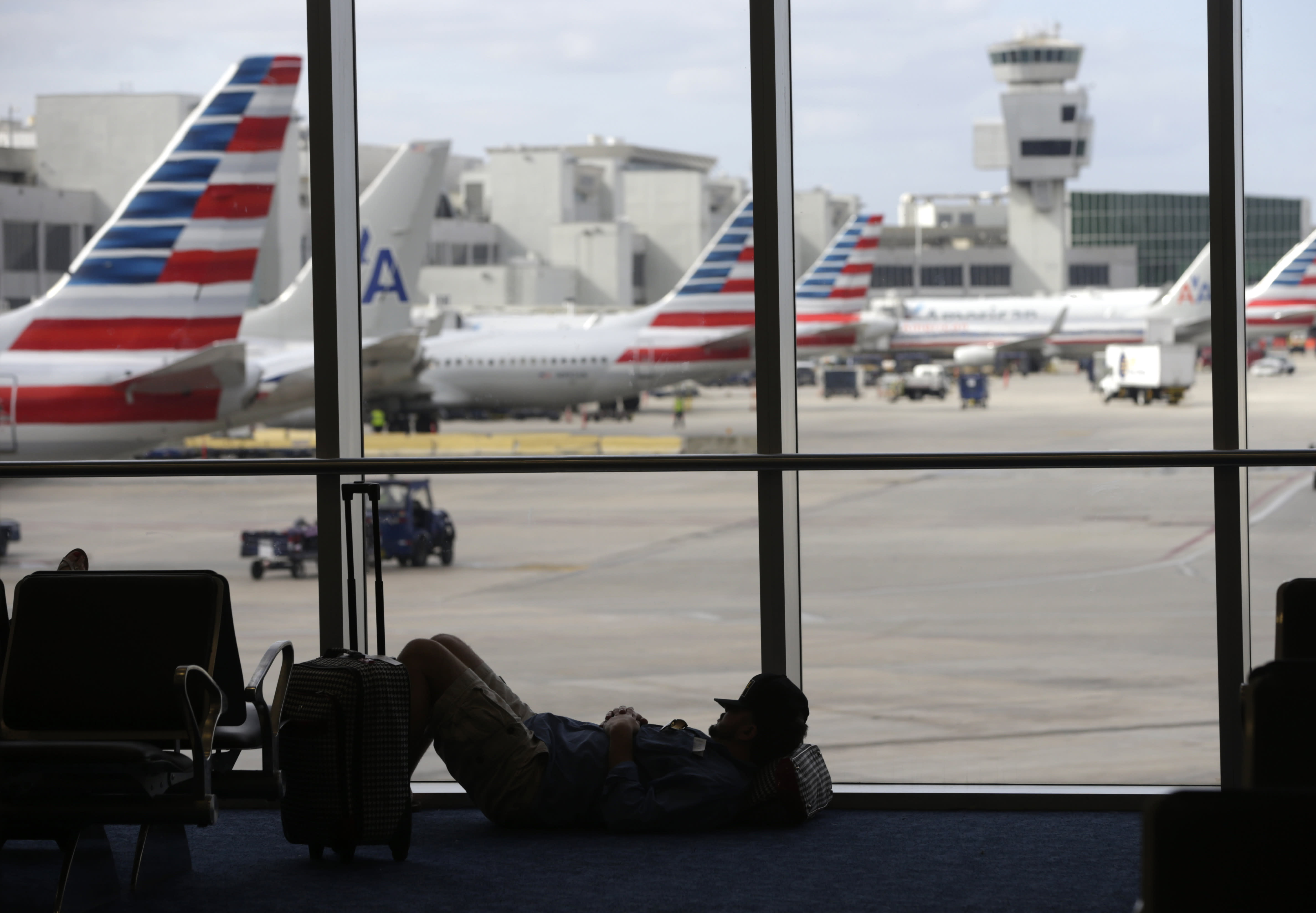 Thanksgiving travel 2015: Cheap gas but fears of terrorism