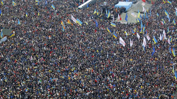 Pro-European Union activists gather during a rally in Independence Square in Kiev, Ukraine, Sunday, Dec. 15, 2013. About 200,000 anti-government demonstrators converged on the central square of Ukraine's capital Sunday, a dramatic demonstration that the opposition's morale remains strong after nearly four weeks of daily protests. (AP Photo/Sergei Grits)