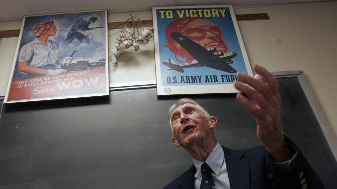 FILE - In this Sept. 13, 2007 file photo, Carrol Walsh talks to a history class at Hudson Falls High School in Hudson Falls, N.Y. The World War II combat veteran from New York, whose account of liberating Holocaust victims from a Nazi train led to reunions with the survivors 60 years later, has died. He was 91. (AP Photo/Mike Groll, File)