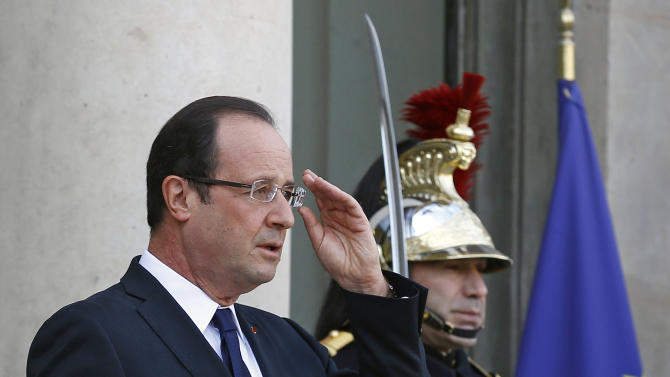 French President Francois Hollande adjusts his glasses as he waits for the arrival of Mauritania President Mohamed Ould Abdel Aziz at the Elysee Palace in Paris, Tuesday Nov. 20, 2012.(AP Photo/Remy de la Mauviniere)