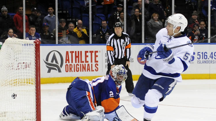 Filppula rallies Lightning past Isles 3-2 in SO