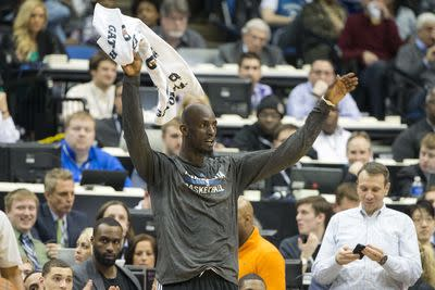Kevin Garnett bought 1,000 tickets to give away to Timberwolves fans