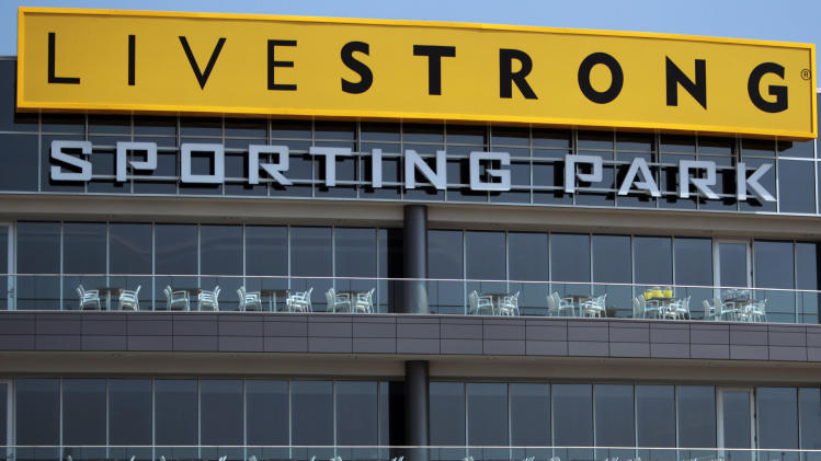 Donors standing by Lance Armstrong's foundation