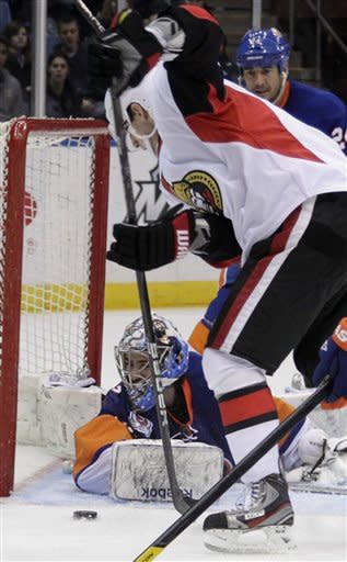 Senators beat Islanders 5-1 to clinch playoff spot