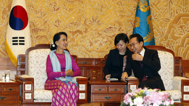 Suu Kyi meets South Korea's first female leader