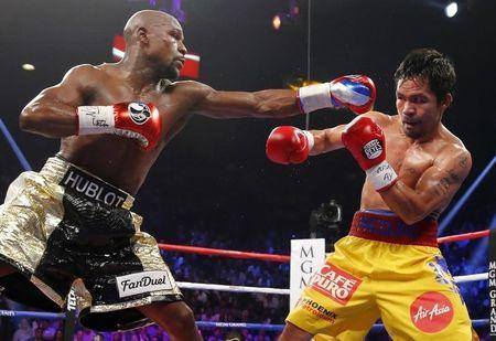 Floyd Mayweather beats Manny Pacquiao by unanimous decision