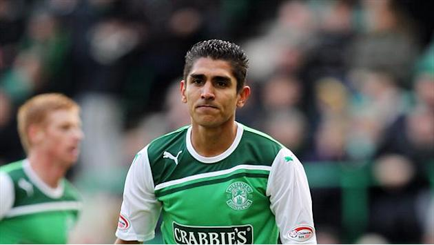 Scottish Football - Hibernian keep hold of Claros
