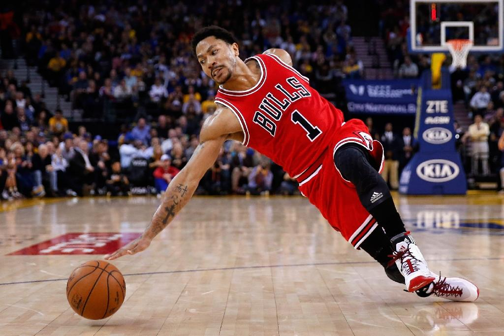 Rose undergoes knee surgery, out four to six weeks