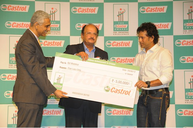 The Castrol Awards for Cricketing Excellence in 2011 were given away at a star studded awards ceremony held in Bengaluru today. The ceremony was attended by eminent cricketers like  Erapalli Prasanna,