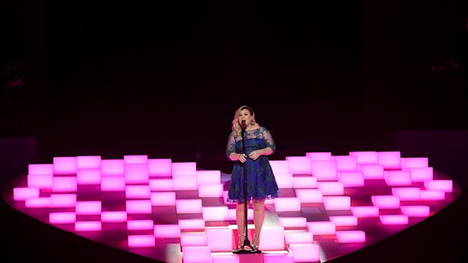 Kelly Clarkson performs at the iHeartRadio Music Awards at The Shrine Auditorium on Sunday, March 29, 2015, in Los Angeles.  (Photo by John Shearer/Invision for iHeartRadio/AP Images)