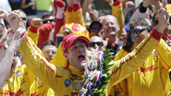 Hunter-Reay holds off Castroneves to win Indy 500