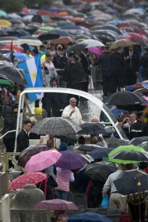 Pope Francis leaves St. Peter's Square at the Vatican after celebrating a mass for Confraternities, Sunday, May 5, 2013. (AP Photo/Andrew Medichini)