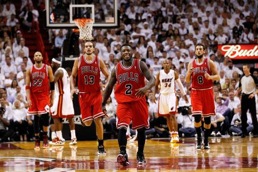 Bulls steal Game 1, top Heat 93-86