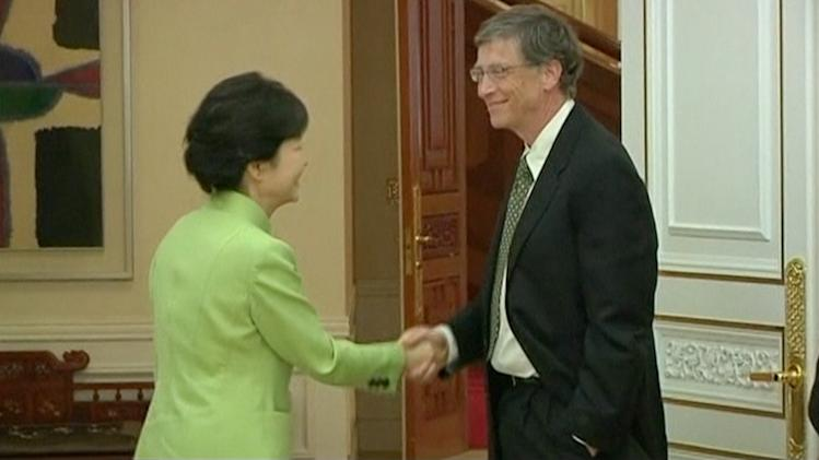 South Korea Appalled by Bill Gates' One-Handed Handshake