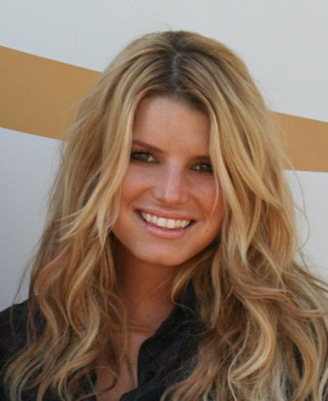 Jessica Simpson Laughs, Ashely Judd Goes Off -- Which Star Handled Comments About Their Appearance Better?